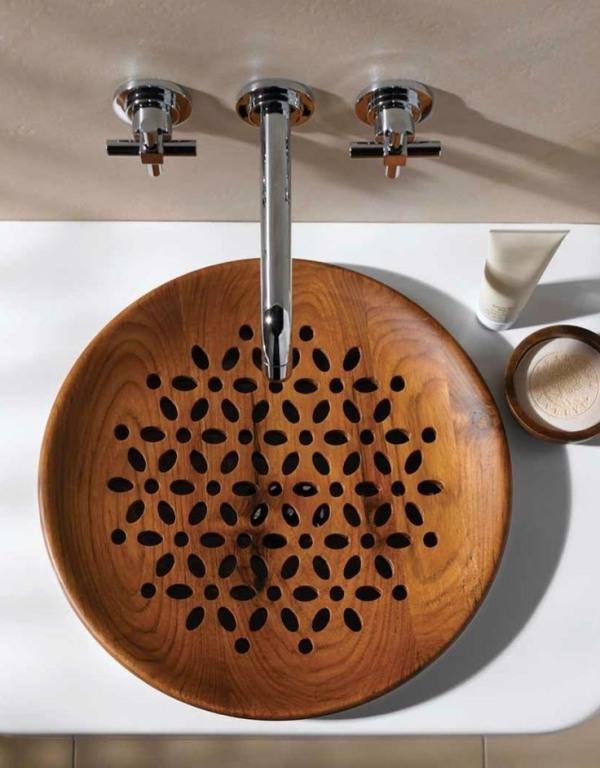 Деревянная раковина с узорами