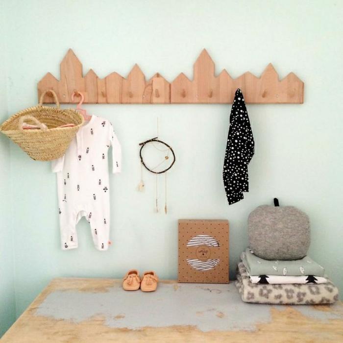 Настенная вешалка для одежды домики