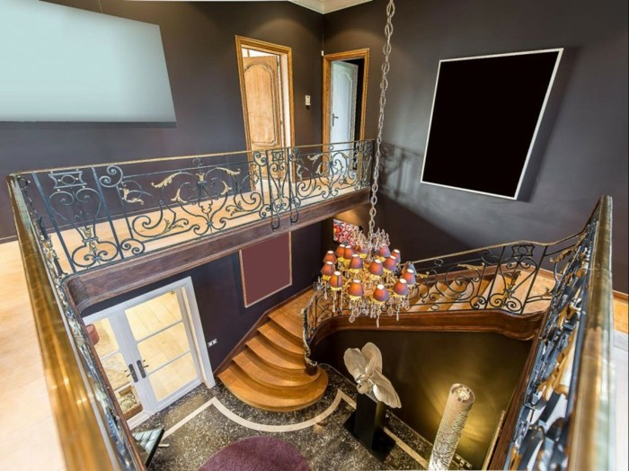 коридор в классическом стиле лестница окрашенные стены