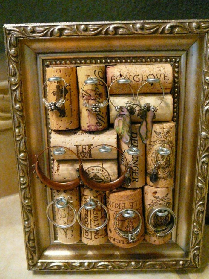 Подставка под украшения из пробок от вина