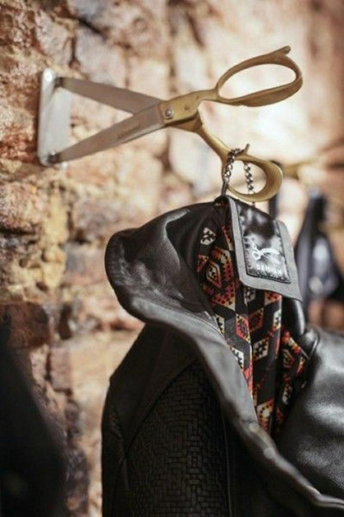 Фото необычный крючок для одежды из металла ножницы