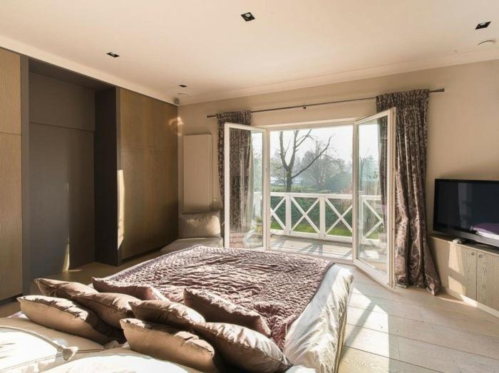 обстановка спальни стена из дерева светлый ламинат