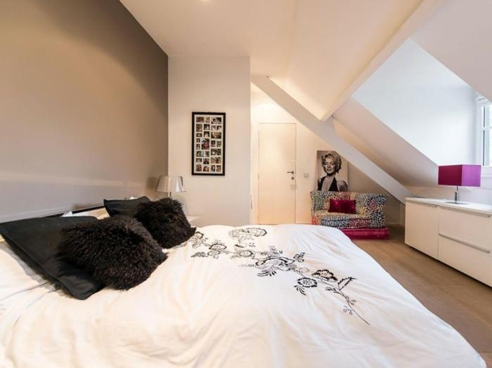 спальня в современном стиле мансарда фиолетовая лампа белая мебель