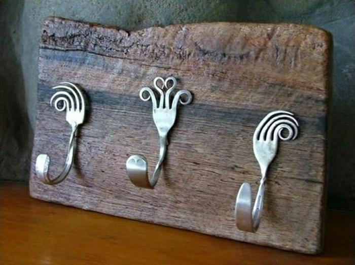 Фото настенные металлические крючки из вилок