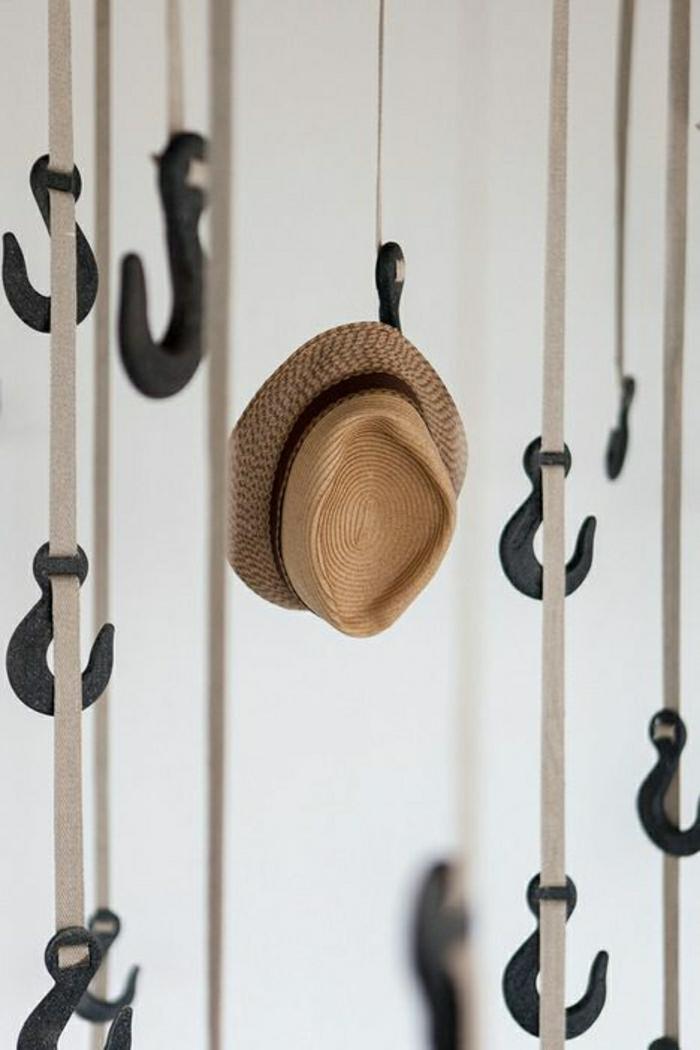 Крючки для одежды из металла фото