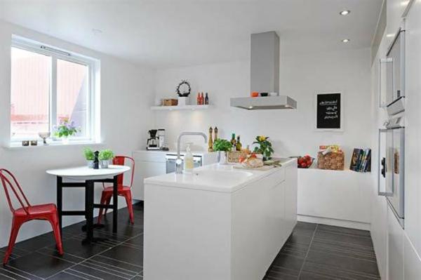 Белая кухня в молодежном стиле