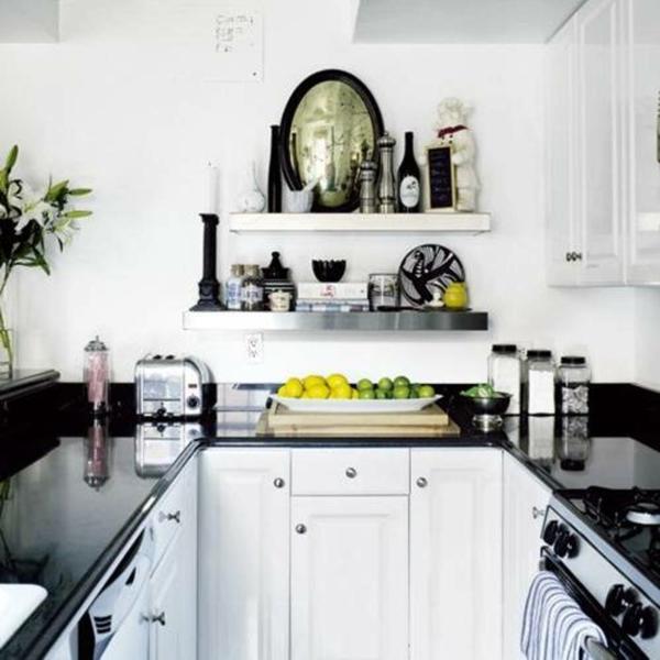 Фото: кухня в бело-черных тонах