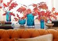 Декор из веток в разноцветных вазах