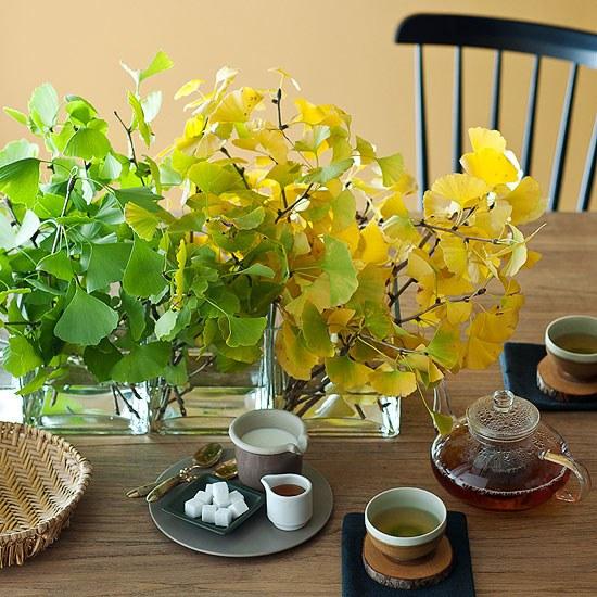 Украшение стола листьями