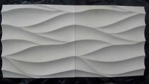 Белый искусственный камень с узором волнами