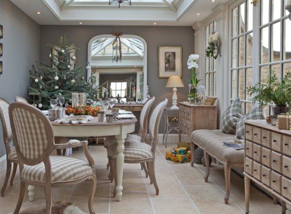 Красивый дизайн зимнего сада в классическо-колониальном стиле