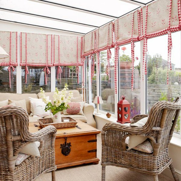 Фото: остекленная веранда в качестве зимнего сада