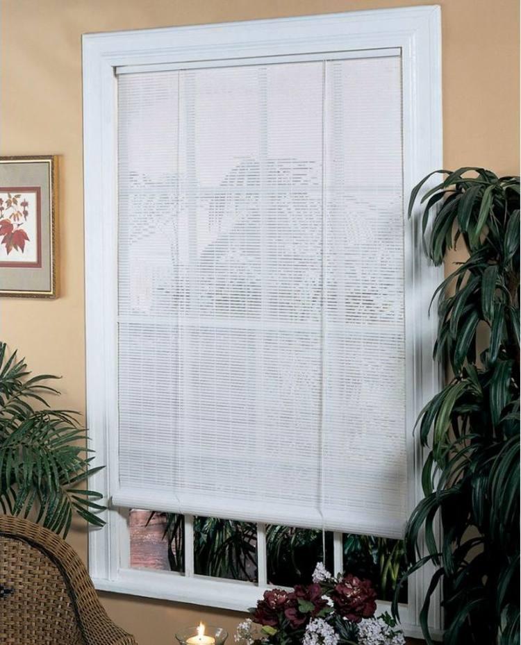 Белая римская штора из бамбука