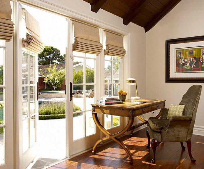 Красивая римская штора на балконную дверь