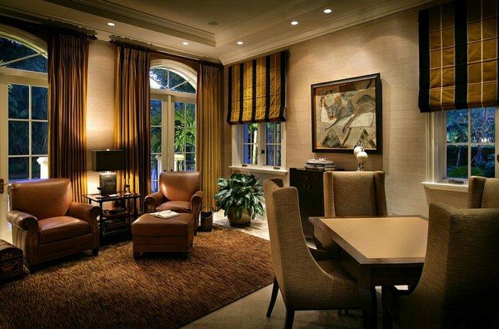 Плотные римские шторы с занавесками в интерьере гостиной