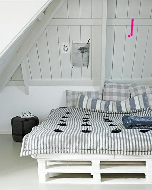 Красивая кровать своими руками из поддонов