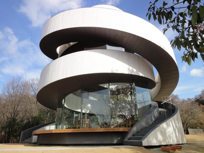 Спиралевидные лестницы не только эффектны, но еще и функциональны