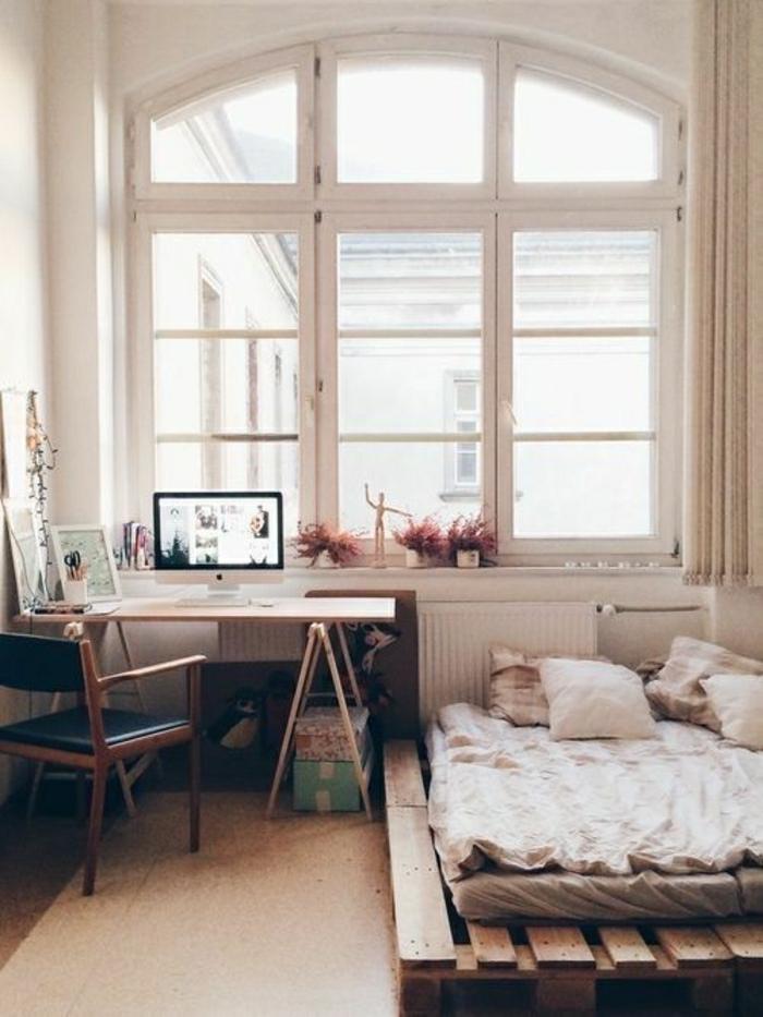 Творческая атмосфера с деревянной кроватью своими руками