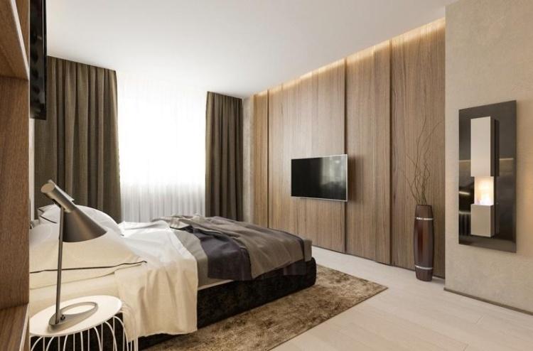 Бежево-коричневая спальня с тяжелыми гардинами