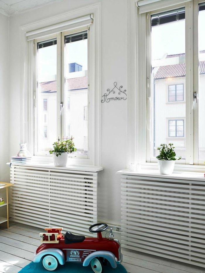 Четкие линии решеток для батарей отопления в детской комнате