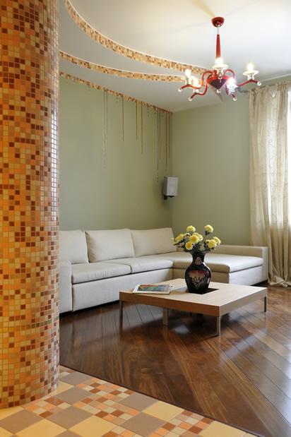 Гостиная дубовый паркет фисташковые стены мозаика фото