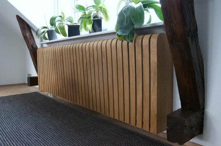 Изогнутая декоративная решетка на радиатор отопления фото