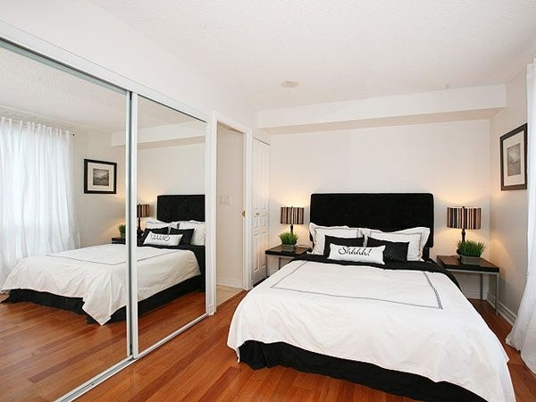 Хитрость для маленькой спальни — зеркальная стена