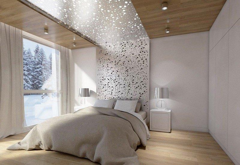 Спальня в бежевом цвете с изголовьем в виде звездного неба