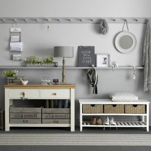 Винтажная мебель для прихожей в доме