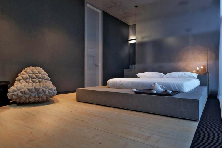 Минималистичная спальня с футуристическим бескаркасным креслом