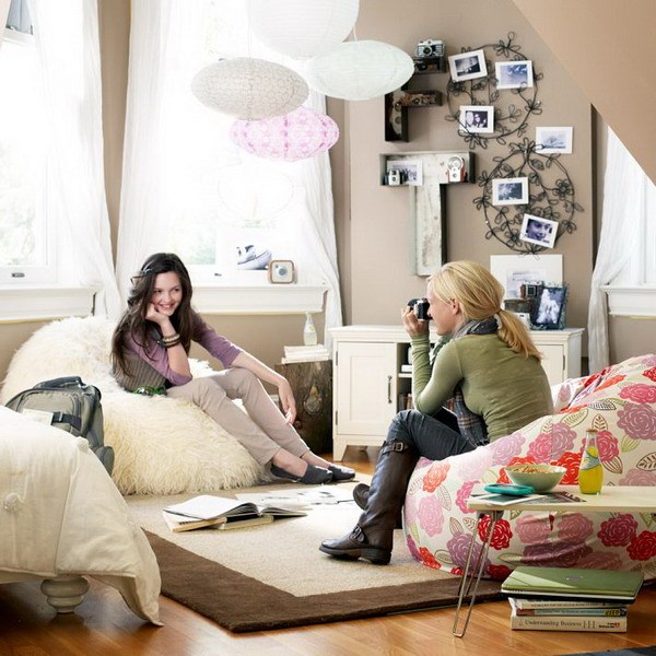 Яркие кресла-мешки в комнате подростка