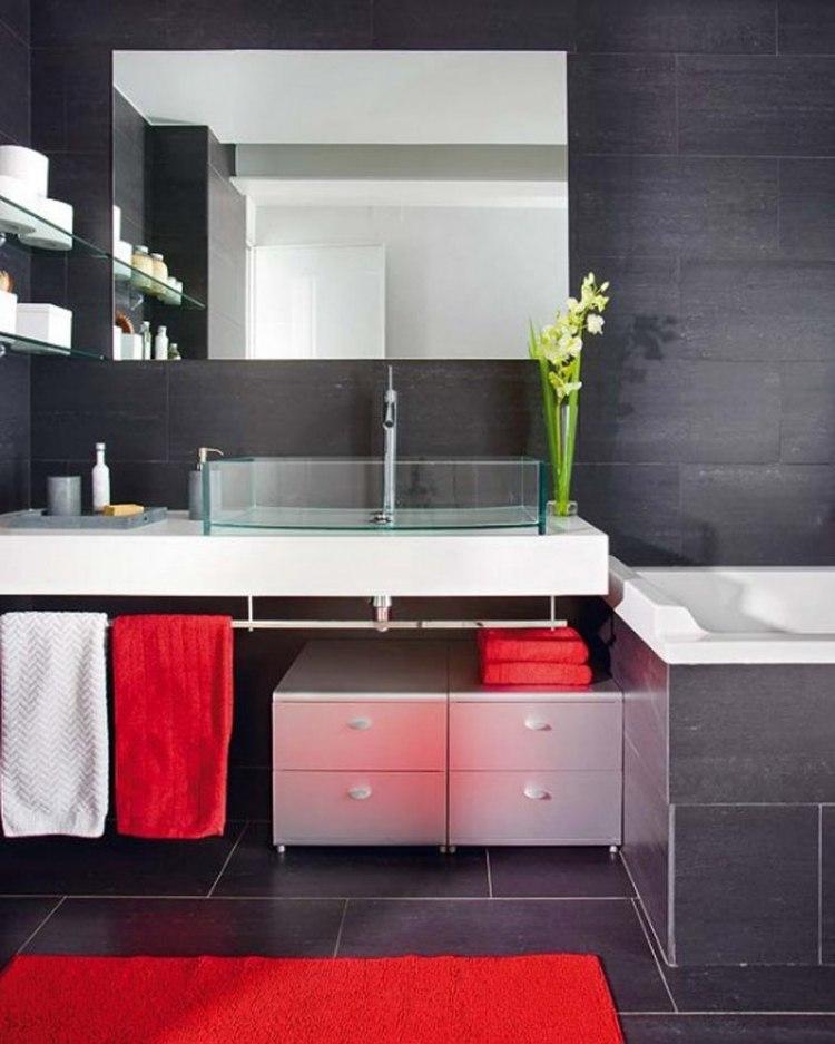 черная плитка для ванной и красные акценты