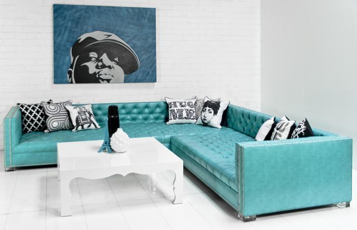 голубой кожаный угловой диван оригинальный фото в интерьере