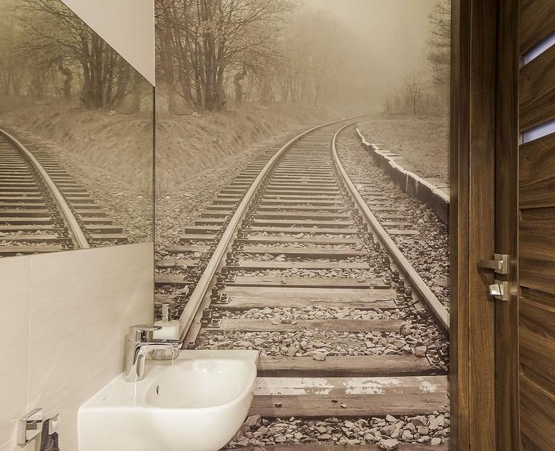 идея увеличить маленький туалет фотообои дорога фото