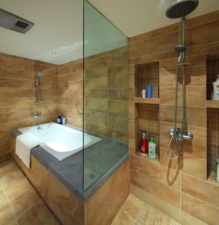 коричнево-оранжевая плитка для ванной комнаты