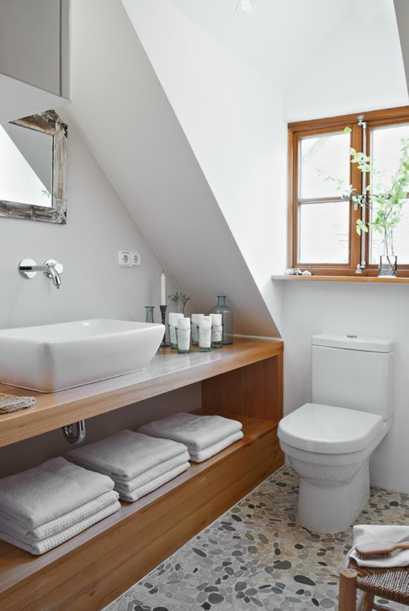 мебель из дерева интерьер ванной лиственница фото