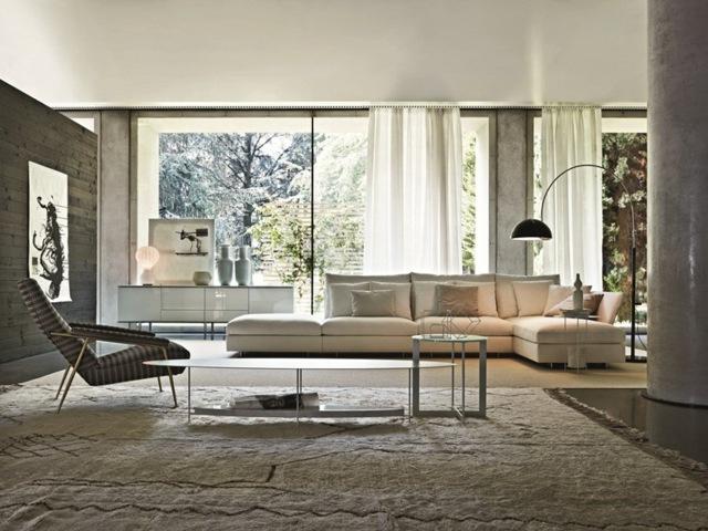 угловой тканевый диван в интерьере гостиной бежевый фото