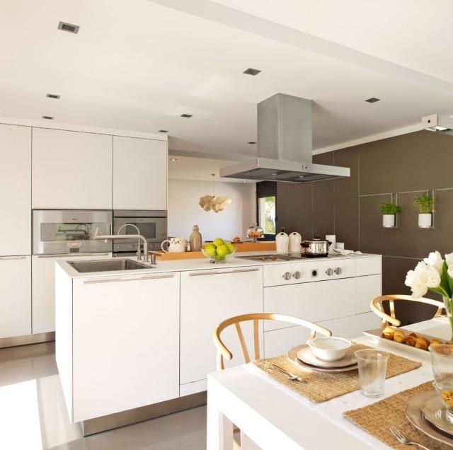 Современная серо-белая кухня фото