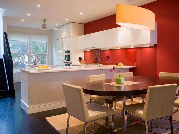 бело-красная кухня фото реальное открытая кухня угловая студия