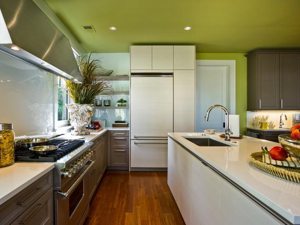 большая бело-зеленая кухня фото реальное кухонный остров