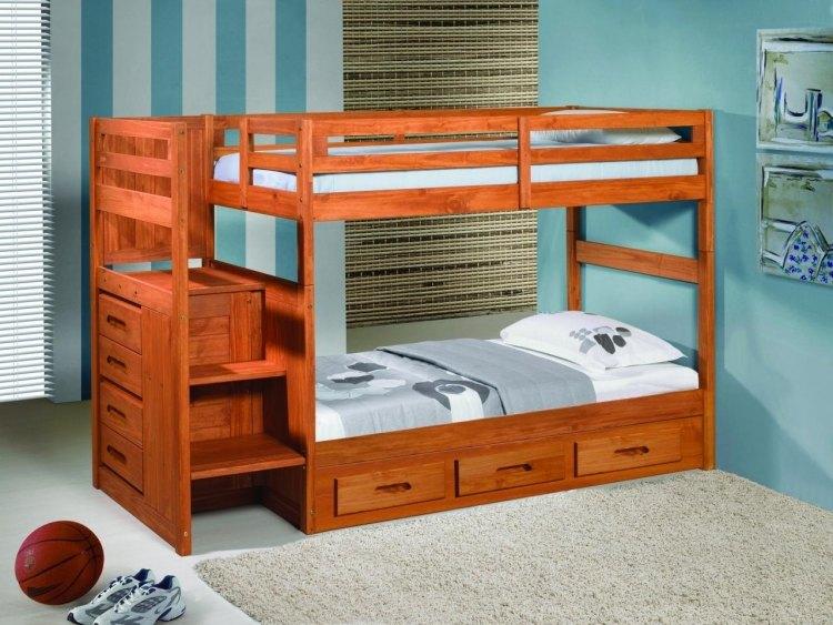 деревянная двухъярусная кровать с выдвижными ящиками фото идеи для маленькой спальни