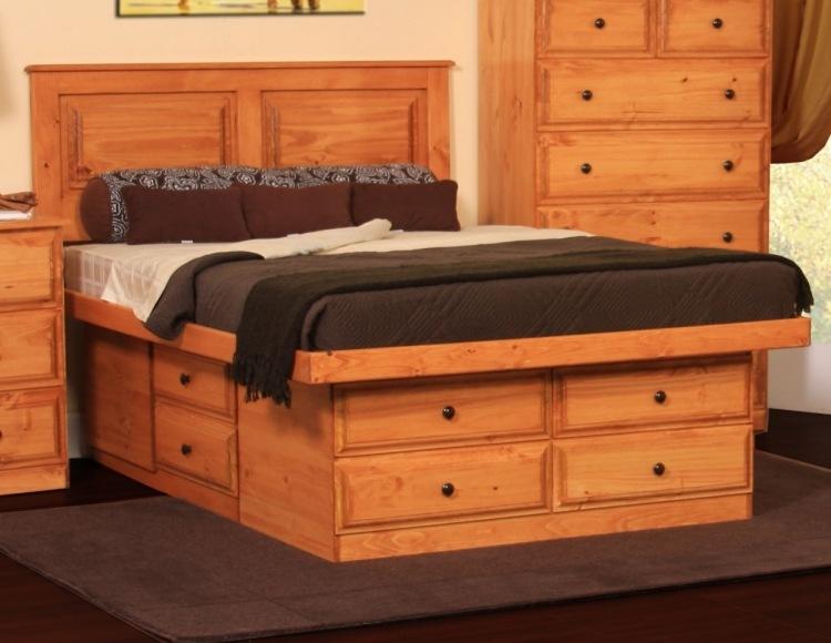 деревянная двуспальная кровать с выдвижными ящиками фото идеи для маленькой спальни