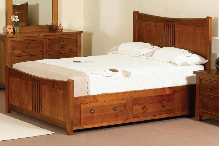 деревянная кровать с ящиками для хранения фото идеи для маленькой спальни