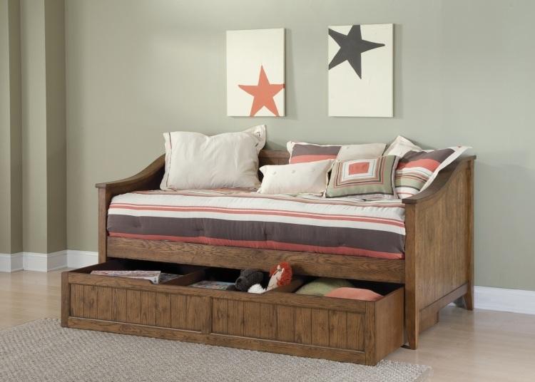 детская кровать из массива с ящиками для хранения фото идеи для маленькой спальни