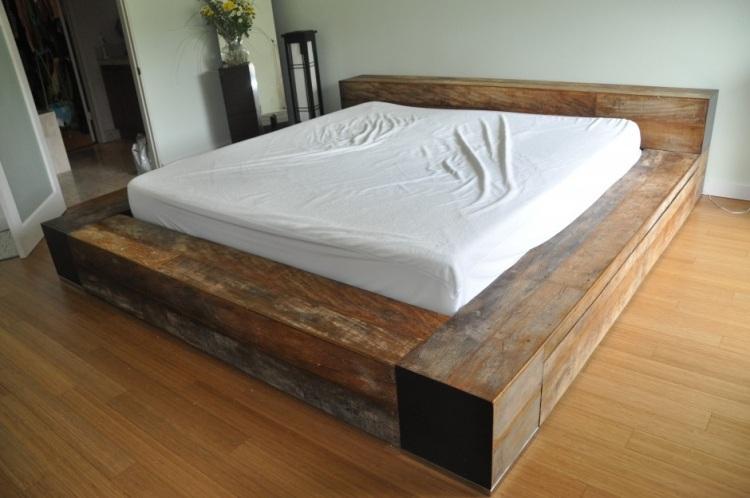 грубый дизайн кровати с ящиками фото идеи для маленькой спальни