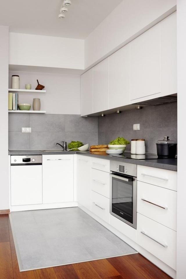 маленькая белая кухня фото серый фартук