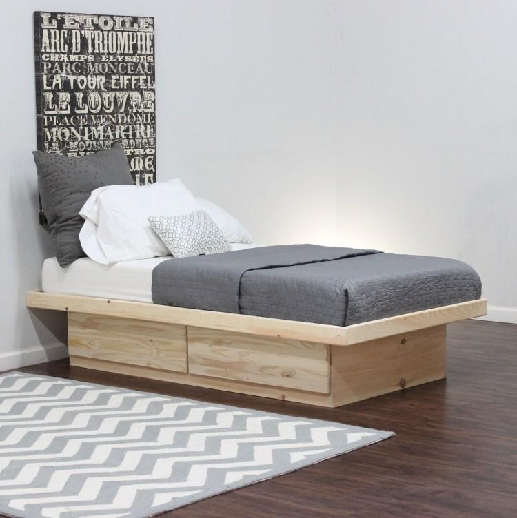 односпальная кровать с ящиком для хранения фото идеи для маленькой спальни