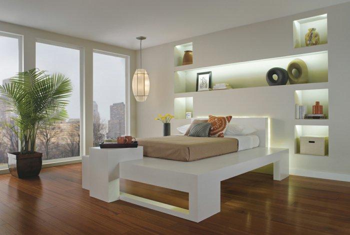 белая спальня полки непрямое освещение фото люстра