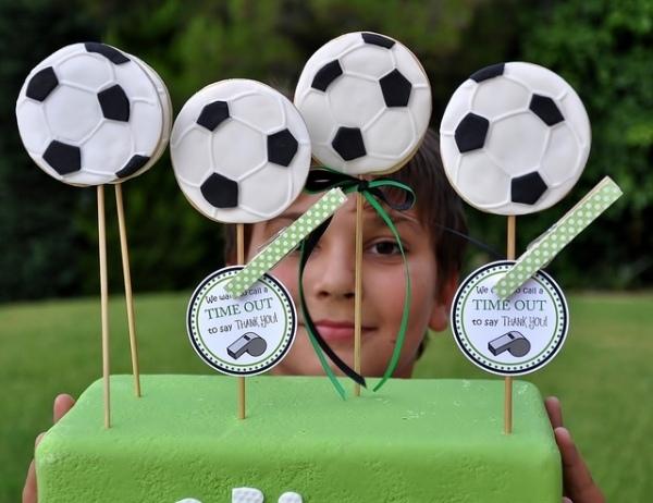 декор оформление детского праздника фото в стиле футбол мальчик торт мячи
