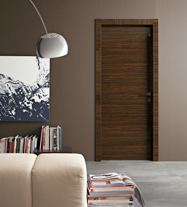 межкомнатная дверь темного цвета фото